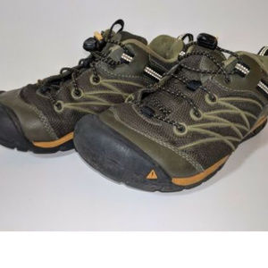 Keen Shoes - Keen Youth Chandler Cnx Dark Olive Bungee Lace